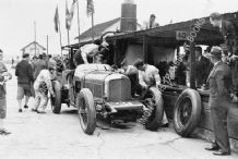 "BENTLEY SPEED SIX ""Old No.1"" The Dunfee Brothers make a pit stop Brooklands 500 1932"